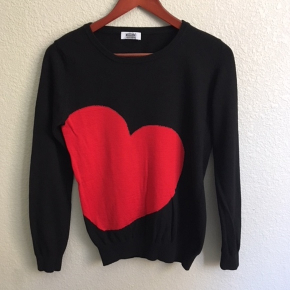 48e1037dd59 [Moschino] Cheap And Chic Red Heart Black Sweater.  M_5b5a561134a4ef9cec0d9cd2